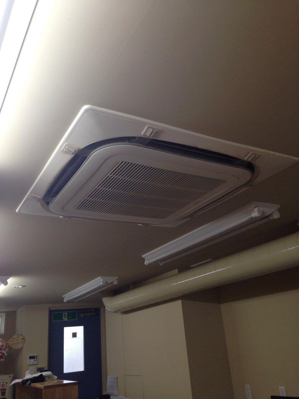 天井冷暖房機